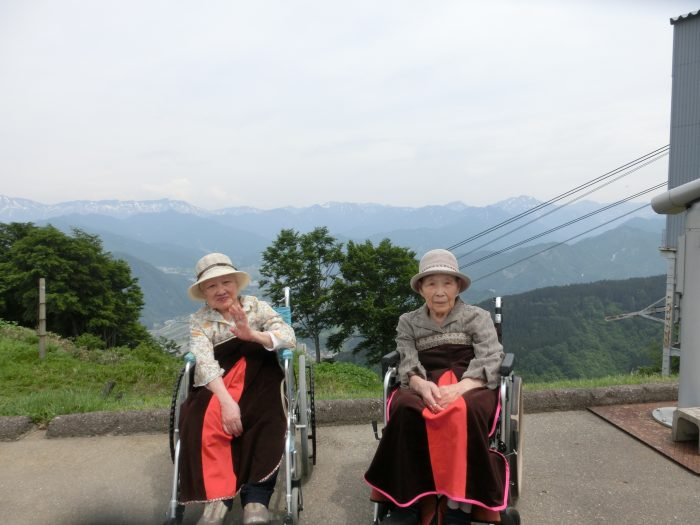 車イスで湯沢高原へお出掛け~平均年齢90歳のおばあちゃん