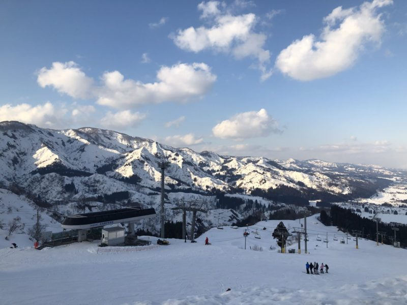 スキー場…大丈夫? …安心してください。まだ雪あります。