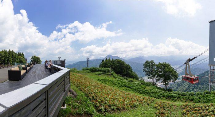 湯沢高原で雲の上のカフェがオープンしました。